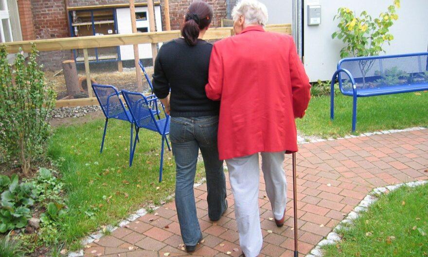 Gestiegenes Interesse an Pflegeberufen: 71 300 Menschen haben 2019 eine Ausbildung begonnen