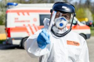 Mitarbeitende der Johanniter-Unfall-Hilfe unterstützen bundesweit bei Corona-Testungen