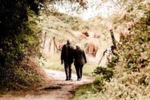 Gesundheit pflegebedürftiger Menschen durch Bewegung stärken