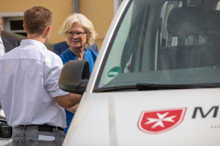 Mobiler Einkaufswagen: Ministerin Lambrecht